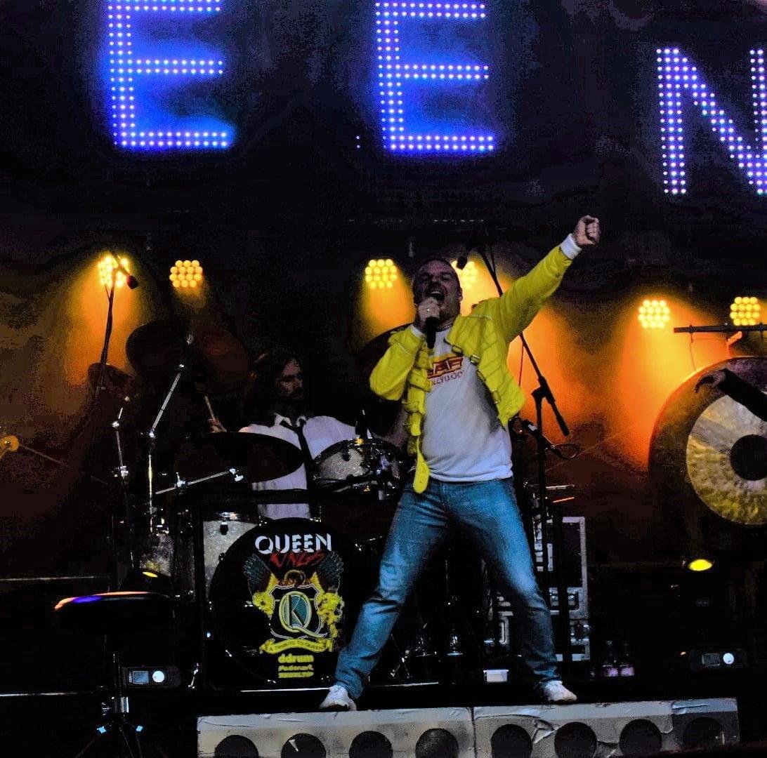 """""""Queen Kings"""" und """"The Journey Experience"""" lieferten Rock Tribute auf höchstem Neveau"""